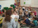 uczniowie czytają1
