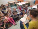 uczniowie czytają4
